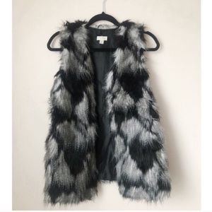 ✨3 for $25✨Decree Black Faux Fur Vest NWOT Size M